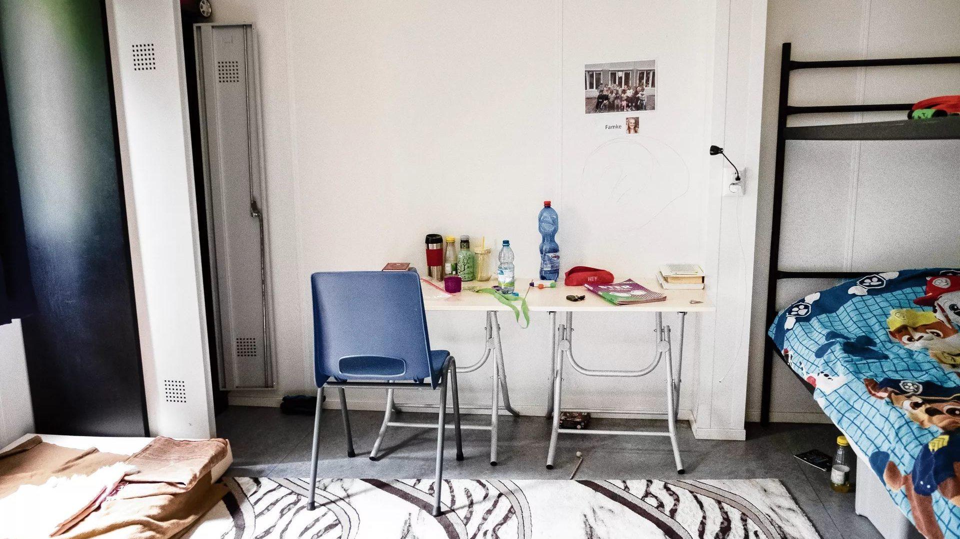 Room at AZC. Photo: © Paulien van de Loo/Hollandse Hoogte, via NRC: https://www.nrc.nl/nieuws/2020/06/10/in-hotpants-het-azc-uit-uitbuiting-a4002284